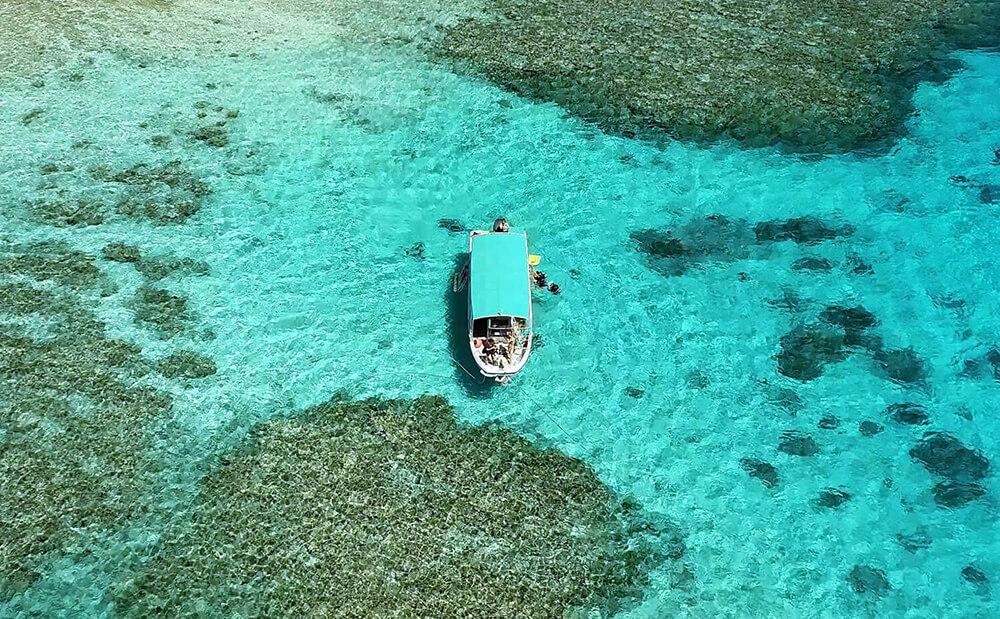 石垣島のダイビングボート